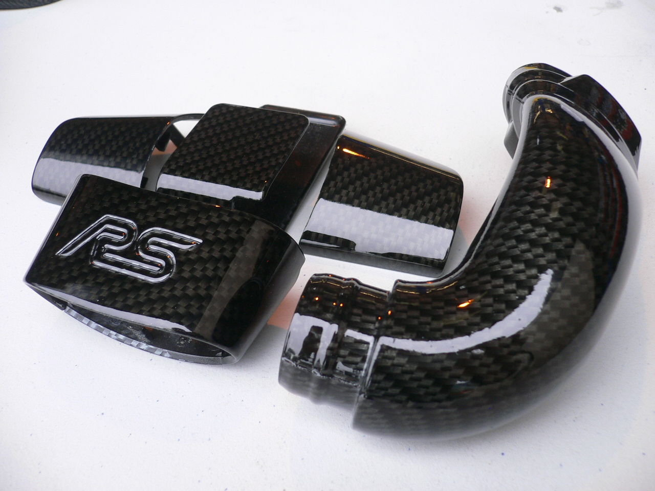 ford focus rs engine parts coated in carbon fibre. Black Bedroom Furniture Sets. Home Design Ideas